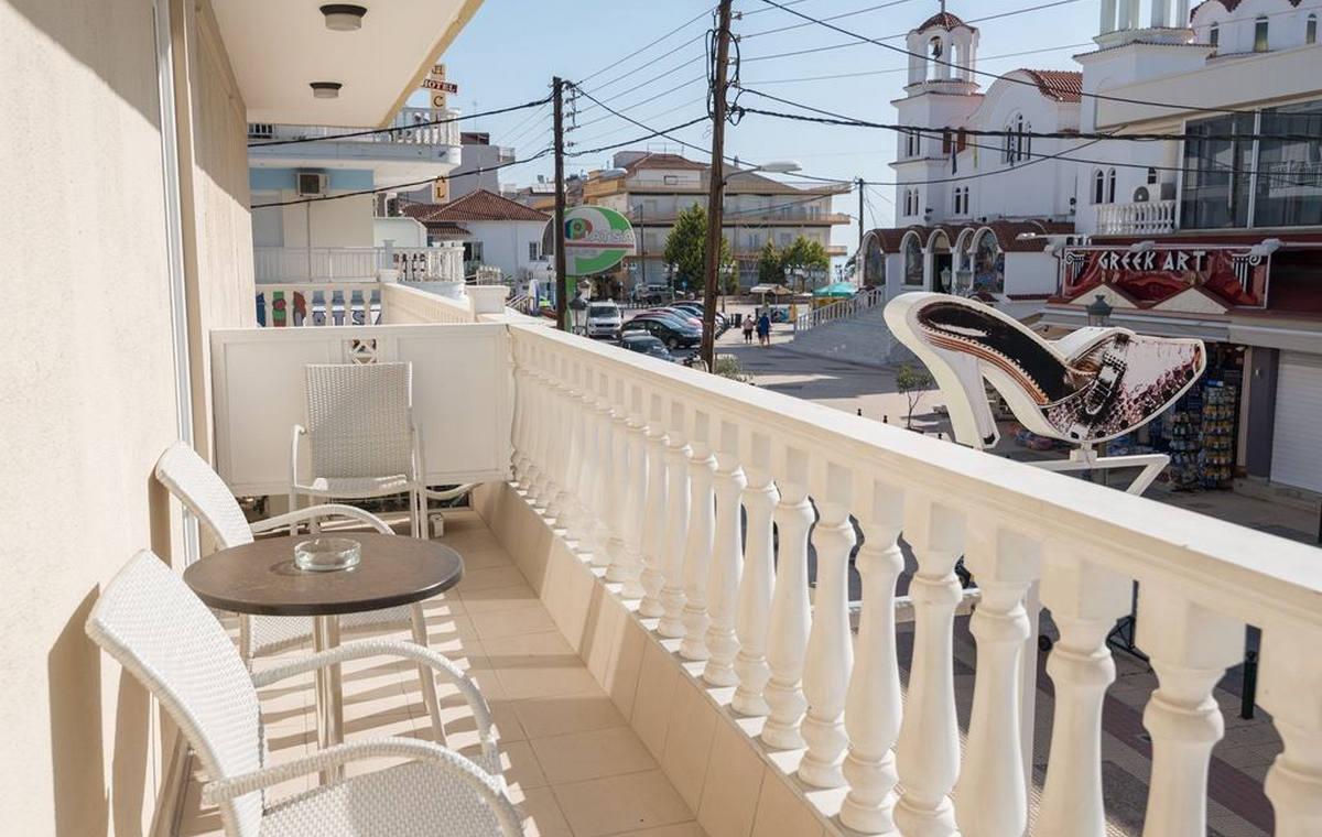37_regina-hotel_111801.jpg