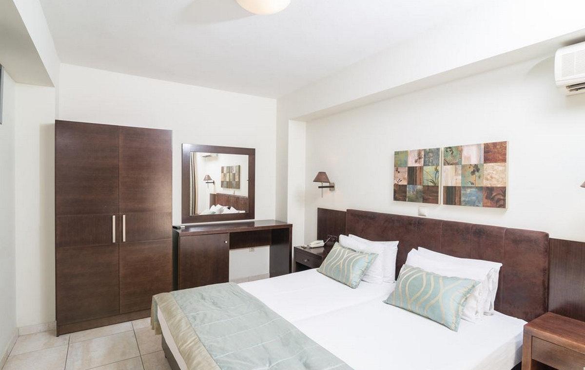 37_regina-hotel_111803.jpg