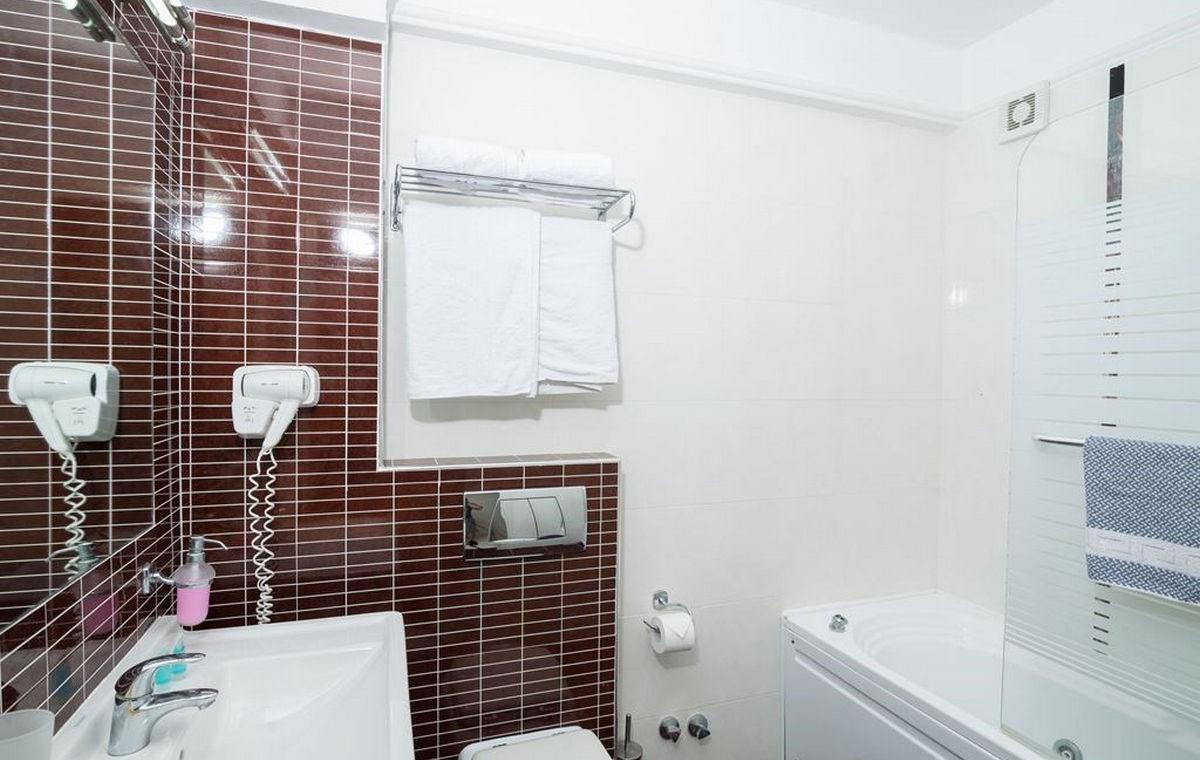 37_regina-hotel_111804.jpg