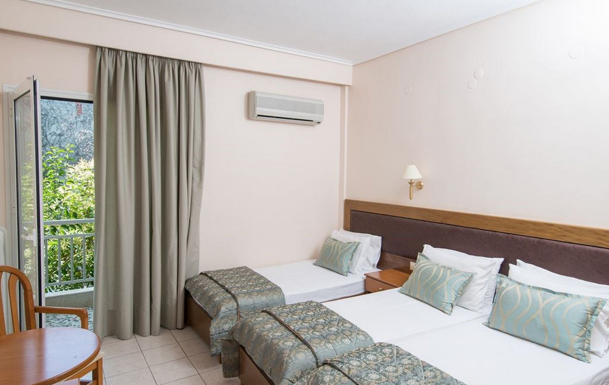 37_regina-hotel_111809.jpg