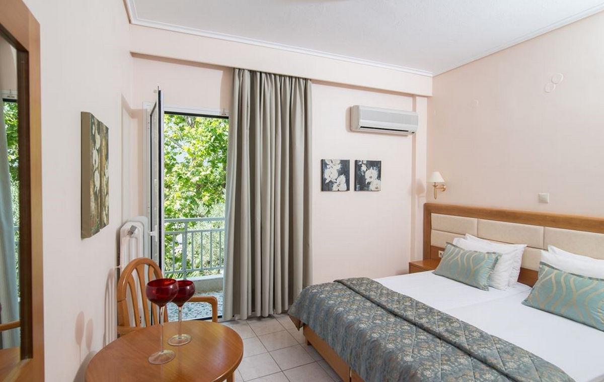 37_regina-hotel_111811.jpg