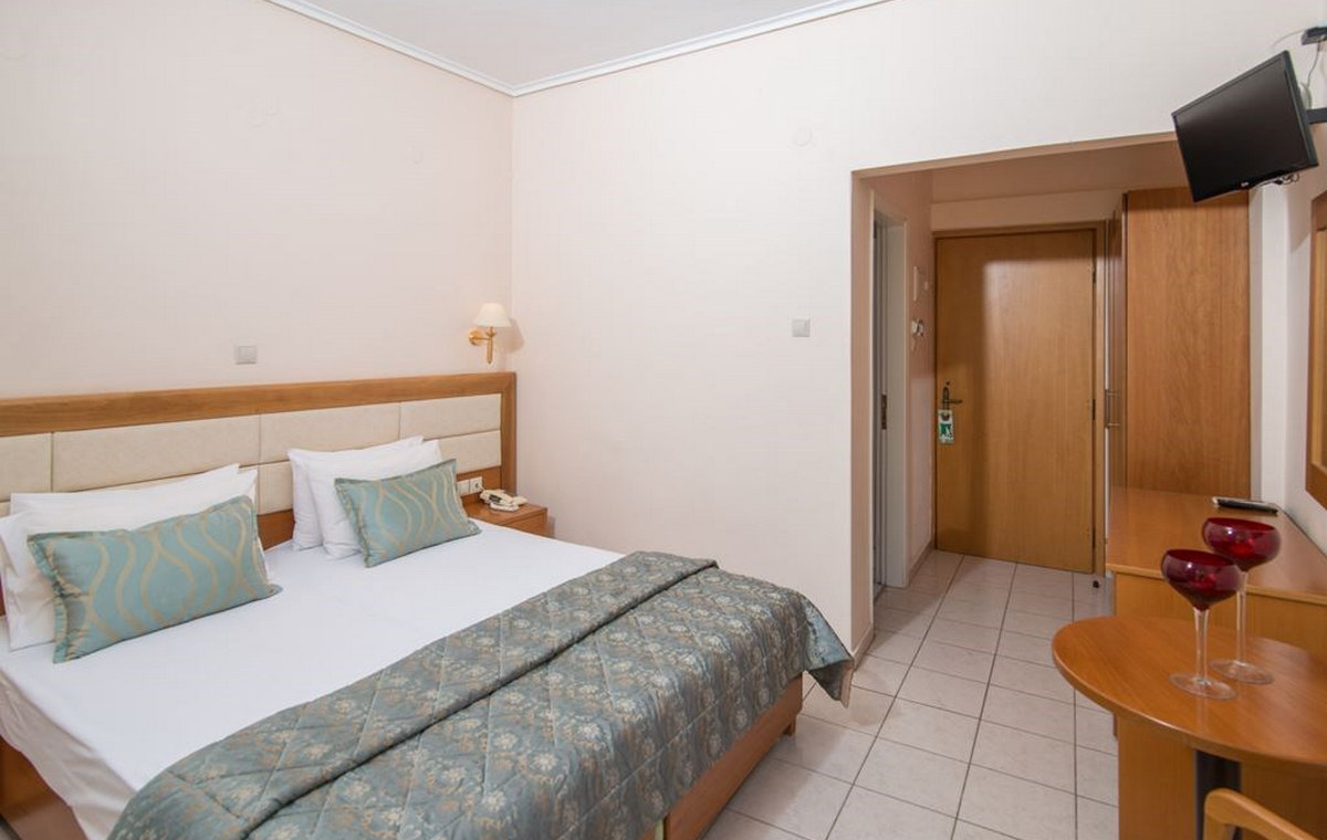 37_regina-hotel_111812.jpg