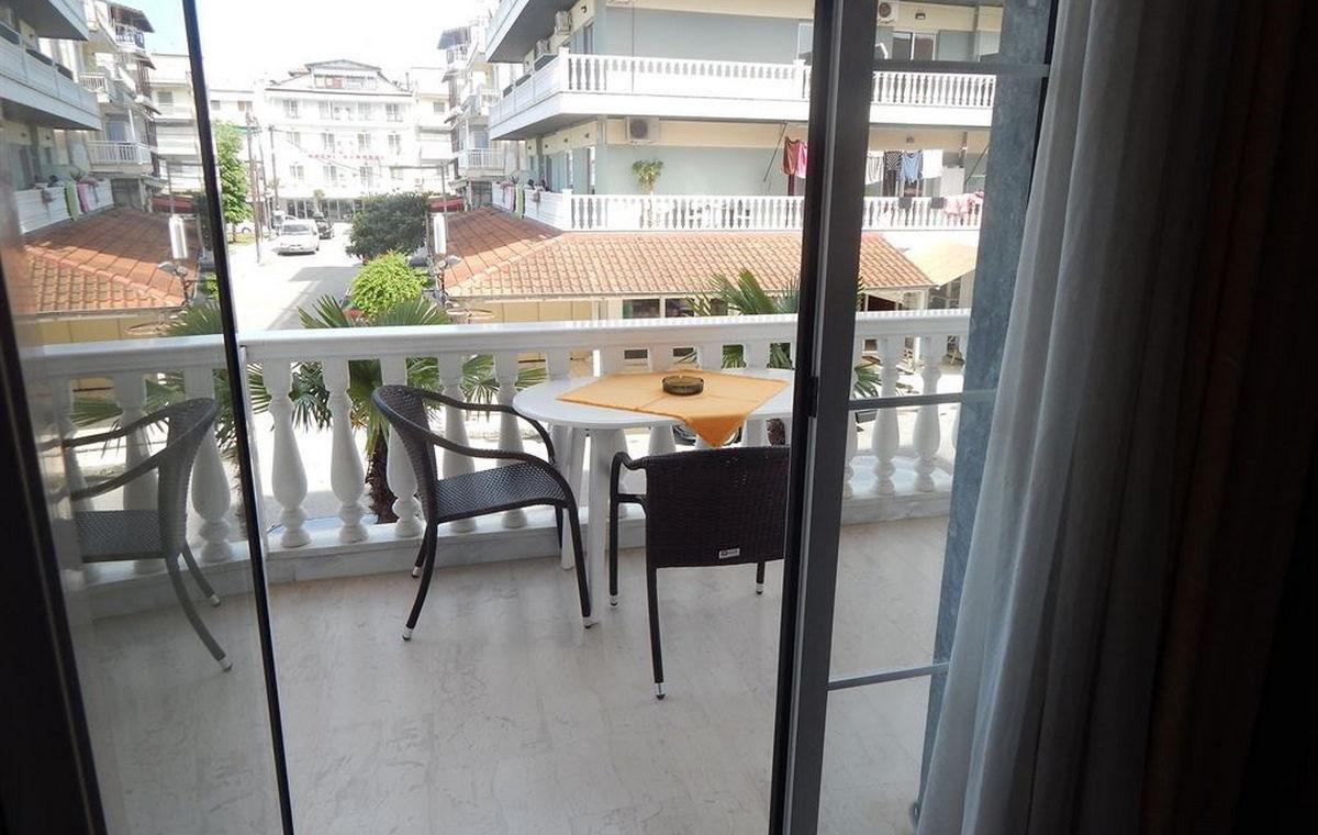629_gold-stern-hotel_100820-1.jpg