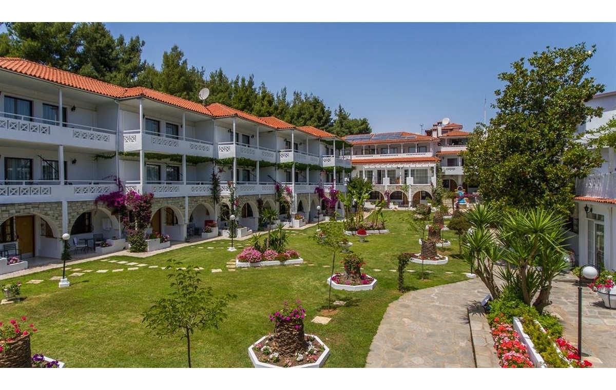 Letovanj_Hoteli_Grcka_Sitonija_Hotel_Porfi_Beach_Barcino_Tours-11.jpg
