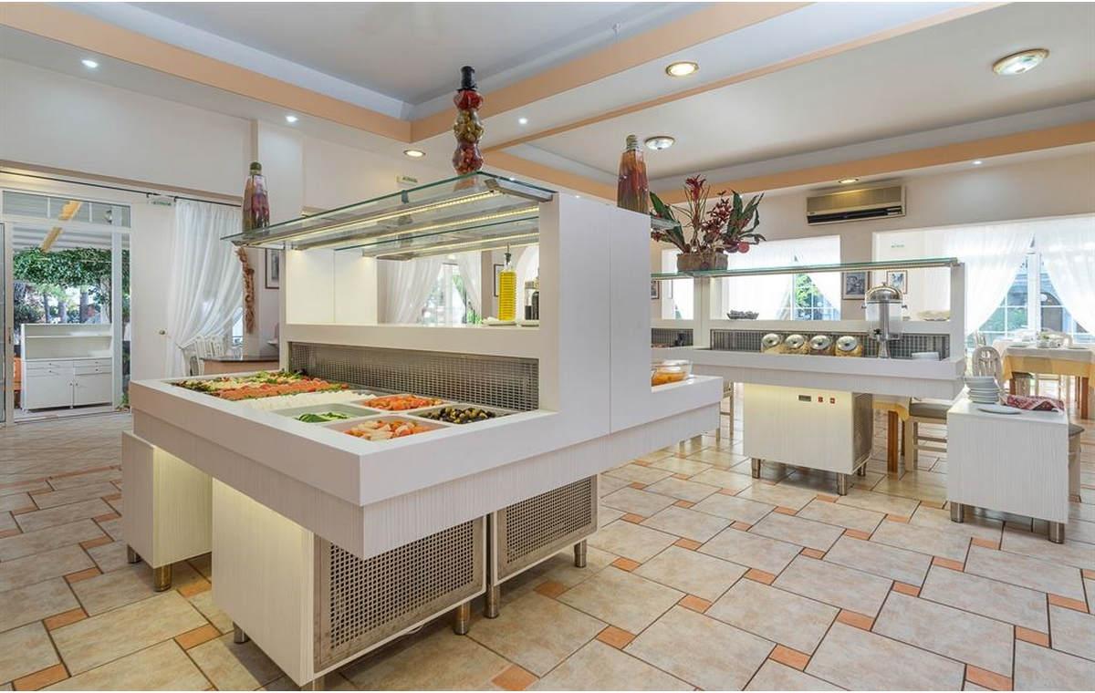 Letovanj_Hoteli_Grcka_Sitonija_Hotel_Porfi_Beach_Barcino_Tours-17.jpg