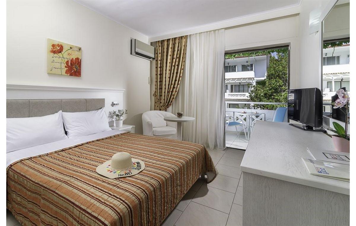 Letovanj_Hoteli_Grcka_Sitonija_Hotel_Porfi_Beach_Barcino_Tours-2.jpg