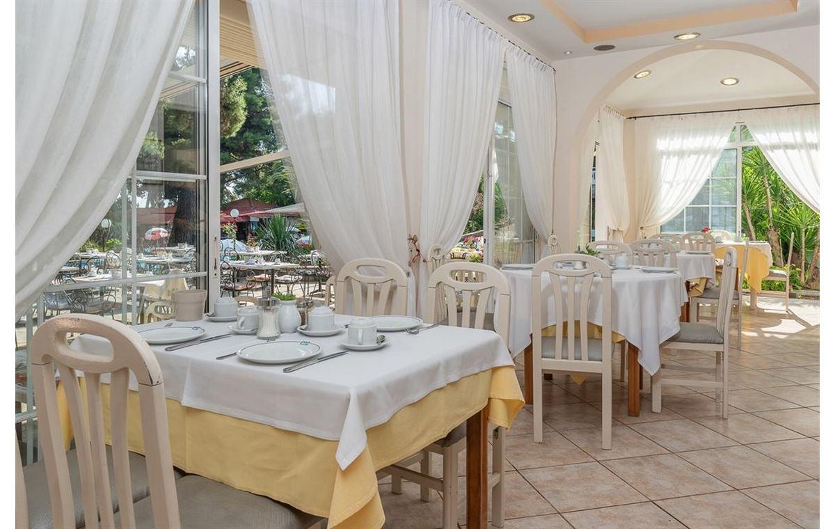 Letovanj_Hoteli_Grcka_Sitonija_Hotel_Porfi_Beach_Barcino_Tours-20.jpg