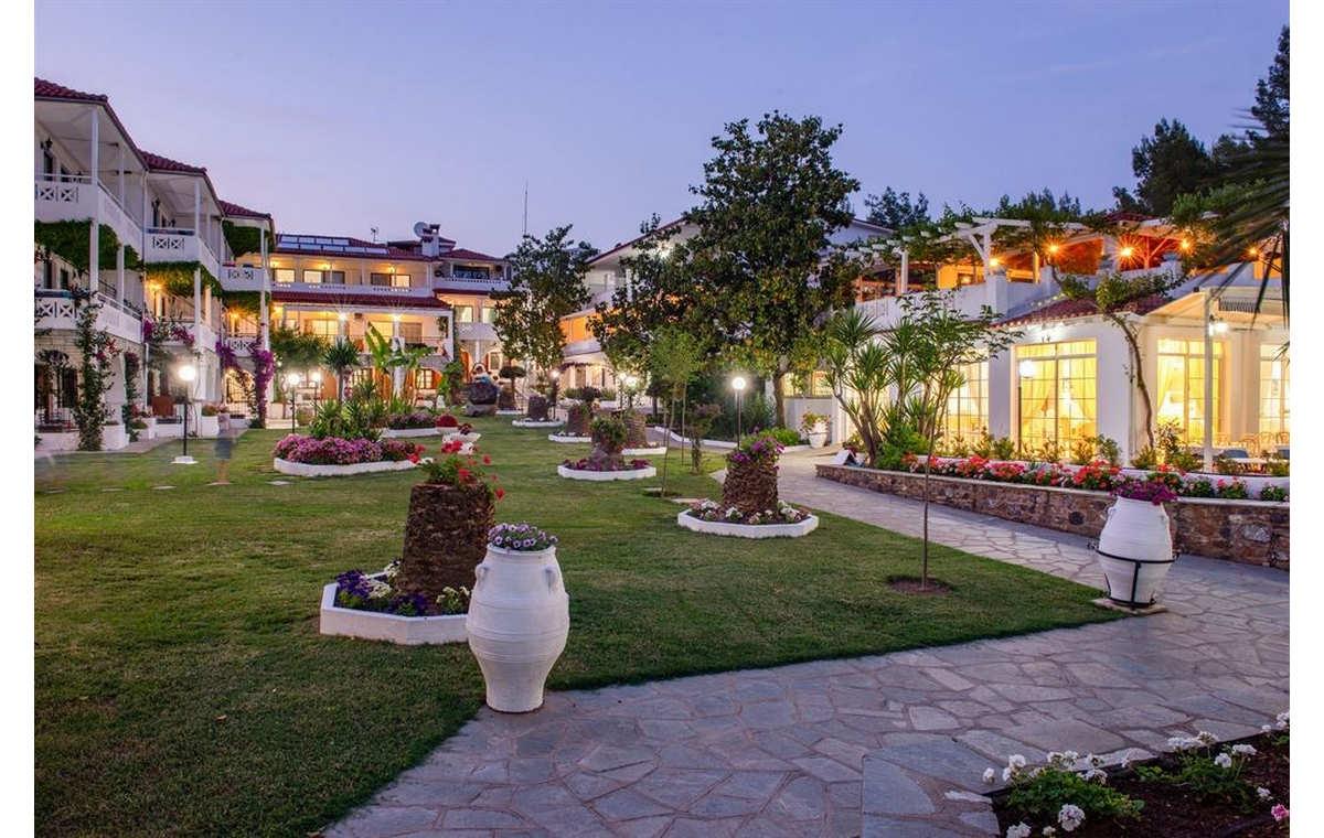 Letovanj_Hoteli_Grcka_Sitonija_Hotel_Porfi_Beach_Barcino_Tours-22.jpg