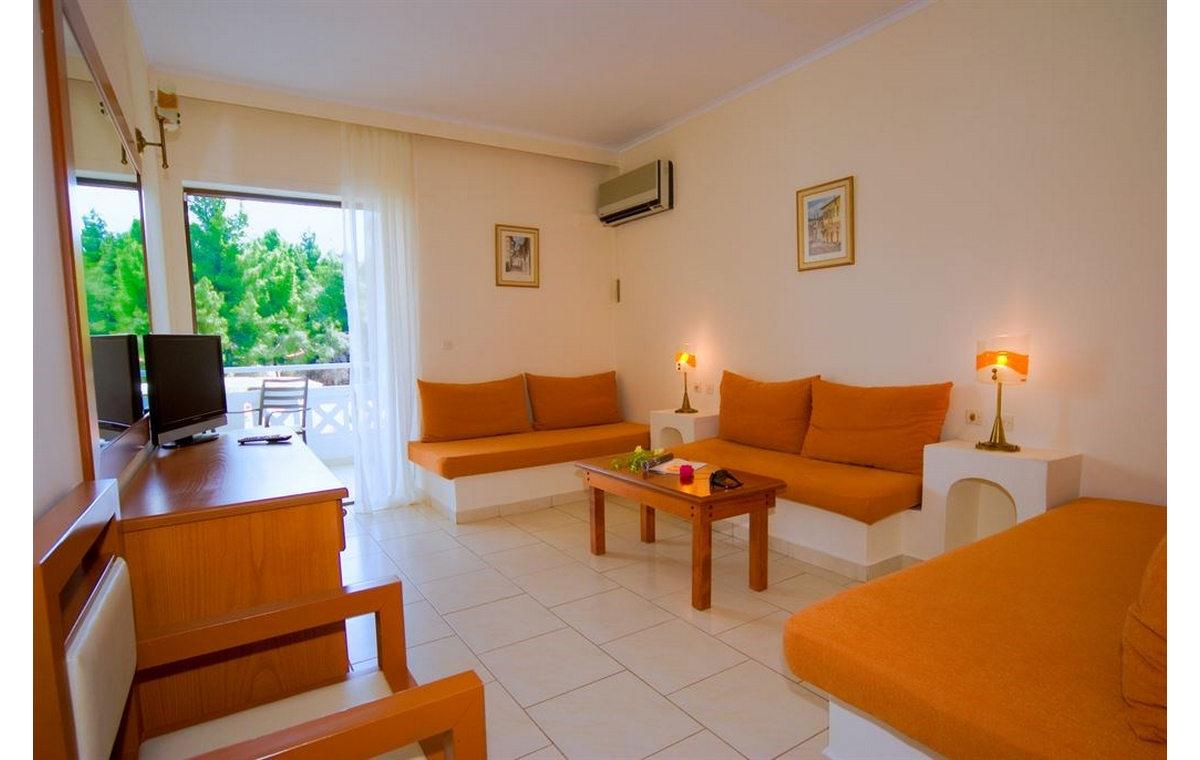 Letovanj_Hoteli_Grcka_Sitonija_Hotel_Porfi_Beach_Barcino_Tours-4.jpg