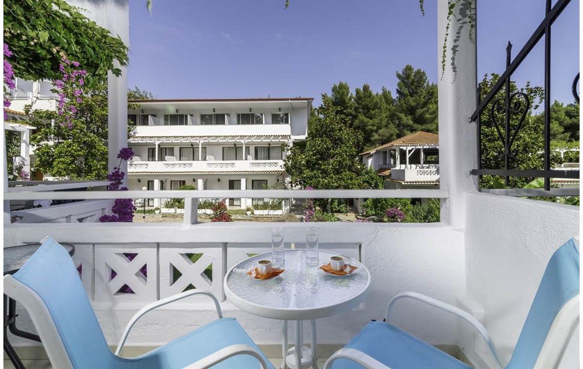 Letovanj_Hoteli_Grcka_Sitonija_Hotel_Porfi_Beach_Barcino_Tours-5.jpg
