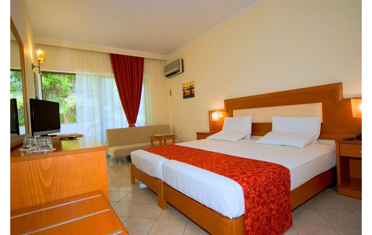 Letovanj_Hoteli_Grcka_Sitonija_Hotel_Porfi_Beach_Barcino_Tours-9.jpg
