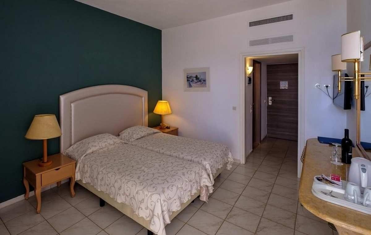 Letovanje_Grcka_Hoteli_Evia_Bomo_Club_Palmariva_Hotel_Barcino_Tours-1.jpg