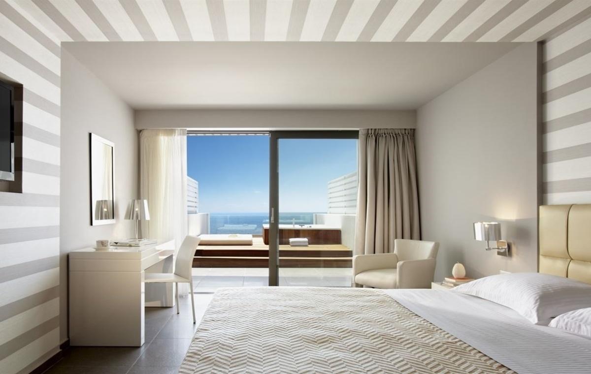 Letovanje_Grcka_Hoteli_Parga_Lichnos_Beach_Hotel_Barcino_Tours-1.jpg