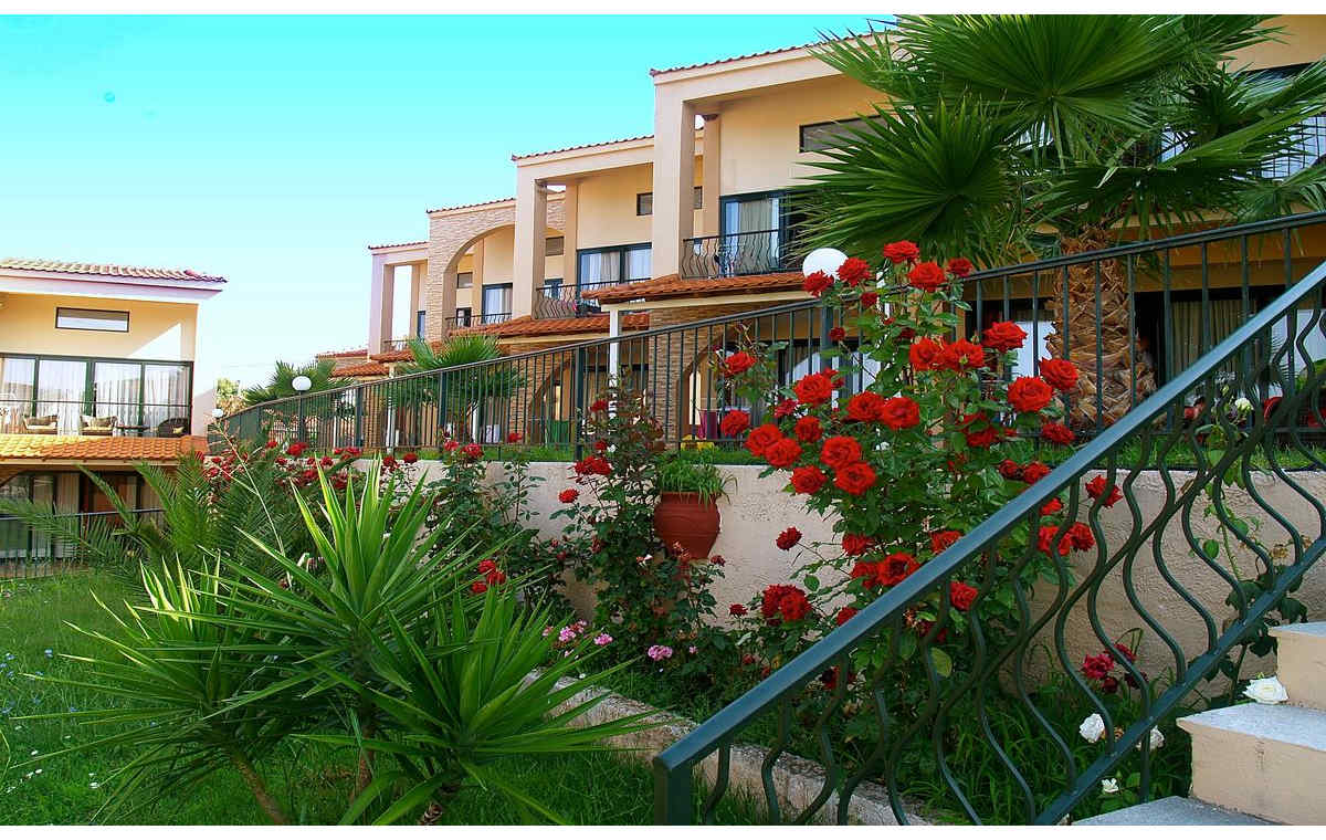 Letovanje_Grcka_Hoteli_Sitonija_Hotel_Village_Mare_Barcino_Tours-5.jpg