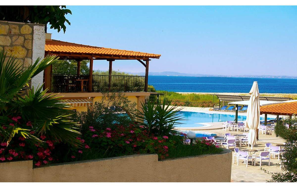 Letovanje_Grcka_Hoteli_Sitonija_Hotel_Village_Mare_Barcino_Tours-9.jpg