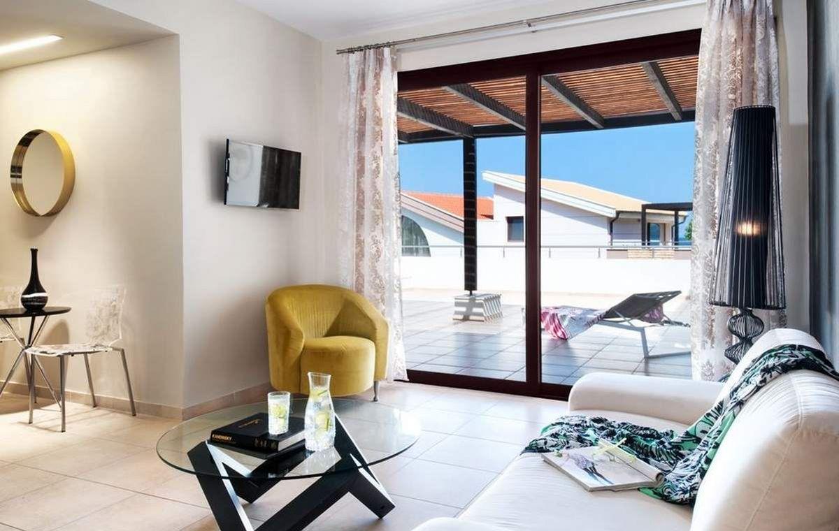 Letovanje_Grcka_Hoteli_TasosAlexandra_golden_boutique_hotel_Barcino_Tours-2-1.jpeg