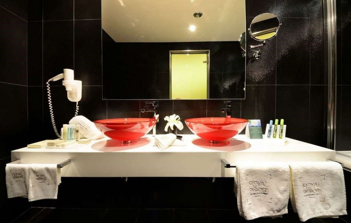 Letovanje_Grcka_Hoteli_Tasos_Royal_paradise_Beach_resort_hotel_Barcino_Tours-1-3.jpeg