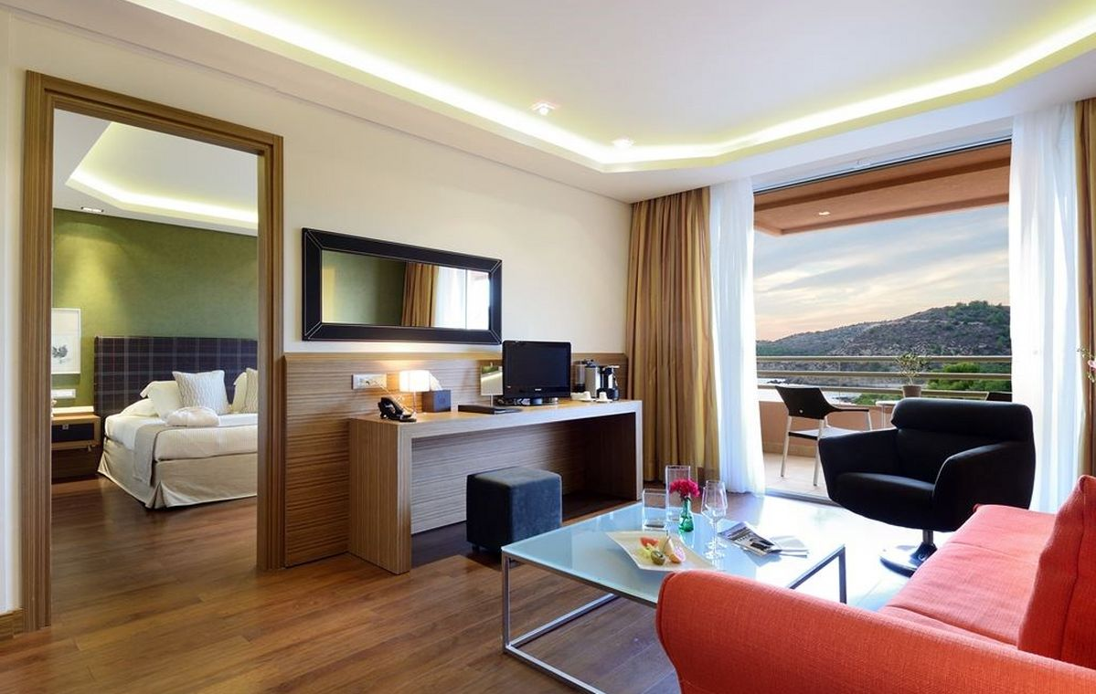 Letovanje_Grcka_Hoteli_Tasos_Royal_paradise_Beach_resort_hotel_Barcino_Tours-3-2.jpeg