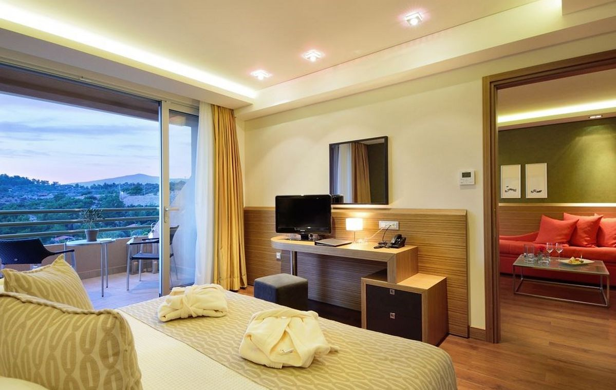 Letovanje_Grcka_Hoteli_Tasos_Royal_paradise_Beach_resort_hotel_Barcino_Tours-5-2.jpeg