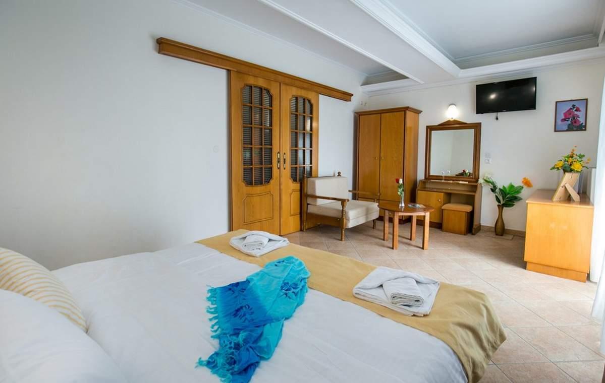 Letovanje_Grcka_Hoteli_Tasos_Sirines_hotel_Barcino_Tours-15.jpg