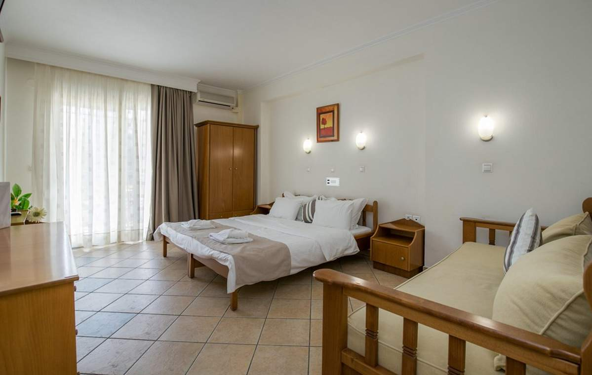 Letovanje_Grcka_Hoteli_Tasos_Sirines_hotel_Barcino_Tours-18.jpg