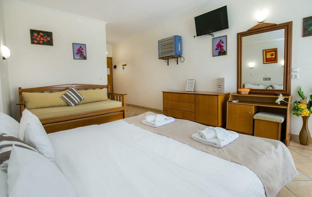 Letovanje_Grcka_Hoteli_Tasos_Sirines_hotel_Barcino_Tours-7-1.jpg