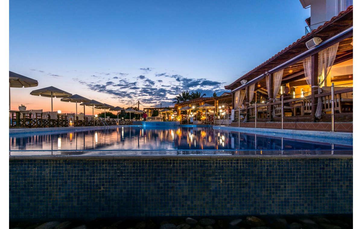 Letovanje_Hoteli_Grčka_Atos_Akti_Ouranouopoli_Barcino_Tours-4.jpg