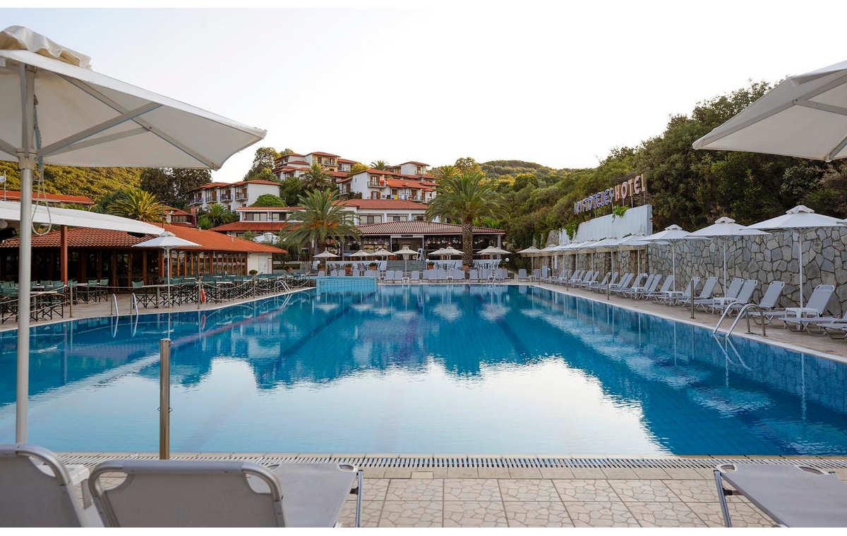 Letovanje_Hoteli_Grčka_Atos_Aristoteles_Holiday_Resort_Barcino_Tours-11.jpg