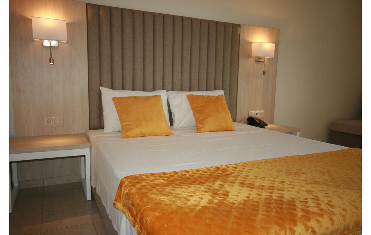 Letovanje_Hoteli_Grčka_Atos_Aristoteles_Holiday_Resort_Barcino_Tours-24.jpg