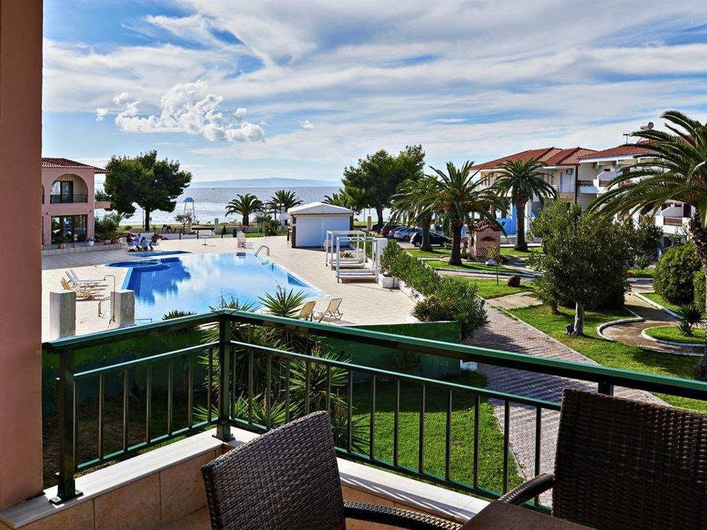 Letovanje_Hoteli_Grcka_Sitonija_Hotel_Toroni_Blue_Sea_Barcino_Tours-2.jpg
