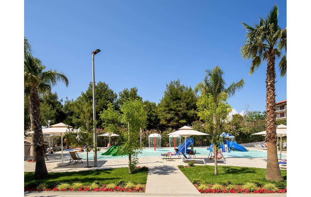 Letovanje_Grcka_Hoteli_Halkidiki_Kasandra-_Portes_Beach_Barcino_Tours-11.jpg