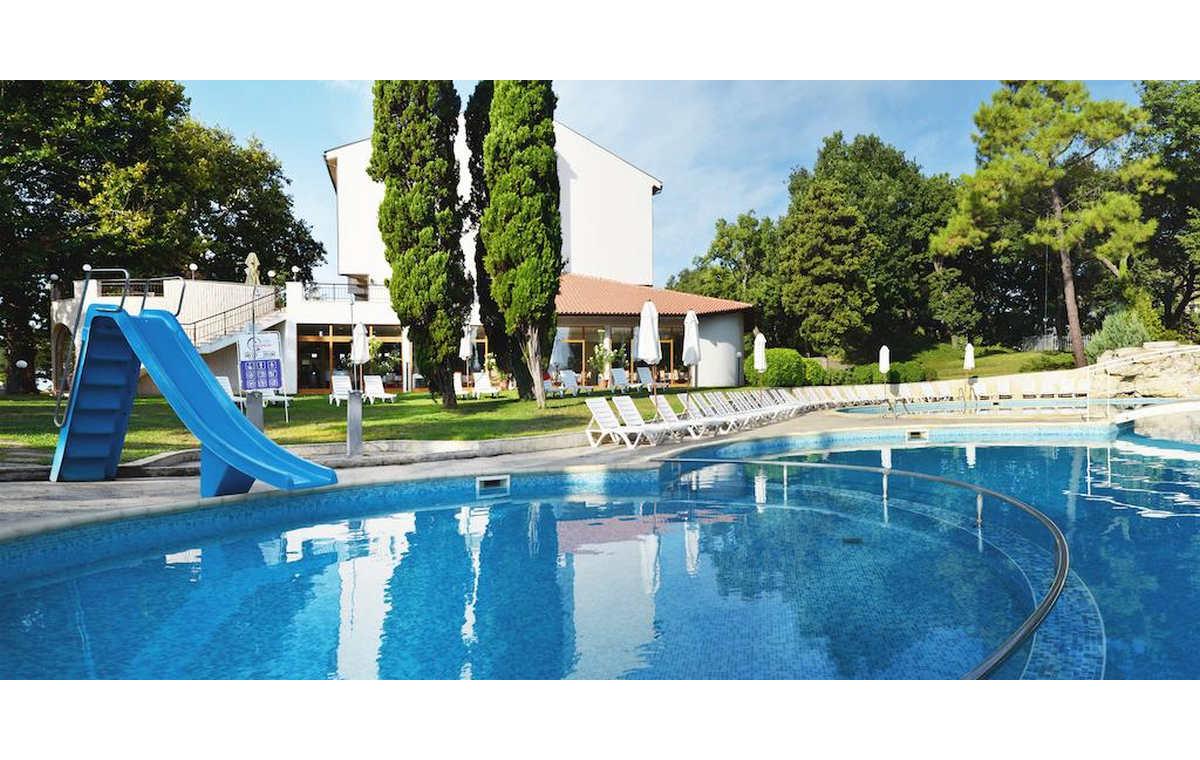 Letovanje_Hoteli_Bugarska_Sv_Konstantin-_-i_Helena_Dolphin_Barcino_Tours-1.jpg
