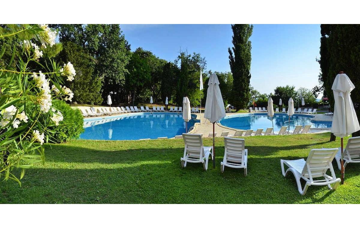 Letovanje_Hoteli_Bugarska_Sv_Konstantin-_-i_Helena_Dolphin_Barcino_Tours-2.jpg
