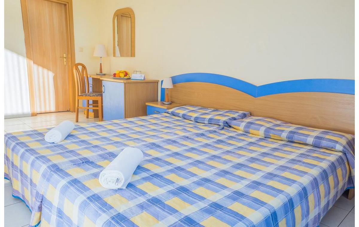 Letovanje_Hoteli_Bugarska_Sv_Konstantin-_-i_Helena_Dolphin_Barcino_Tours-4.jpg