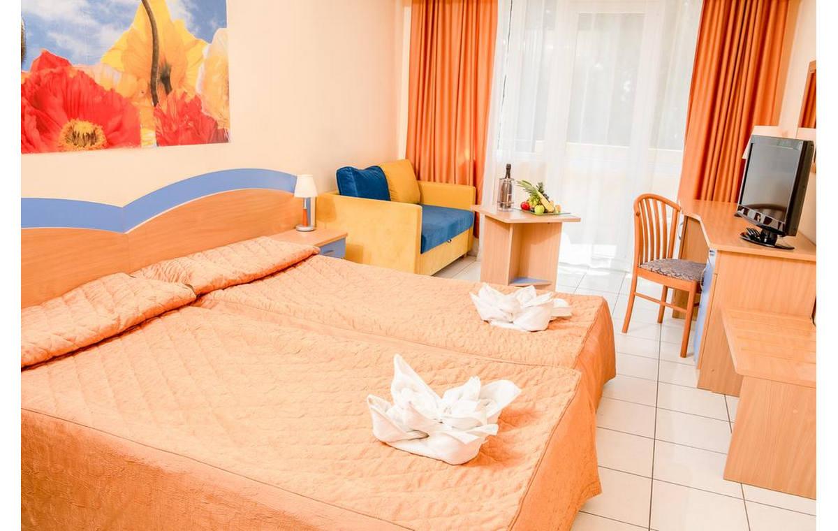 Letovanje_Hoteli_Bugarska_Sv_Konstantin-_-i_Helena_Dolphin_Barcino_Tours-9.jpg