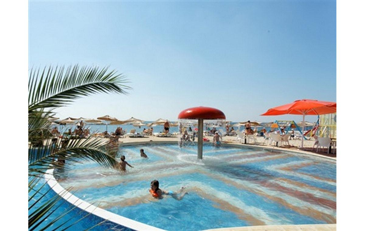 Letovanje_Hoteli_Bugarska_Sv_Konstantin-_-i_Helena_Dolphin_Marina_Barcino_Tours-11.jpg