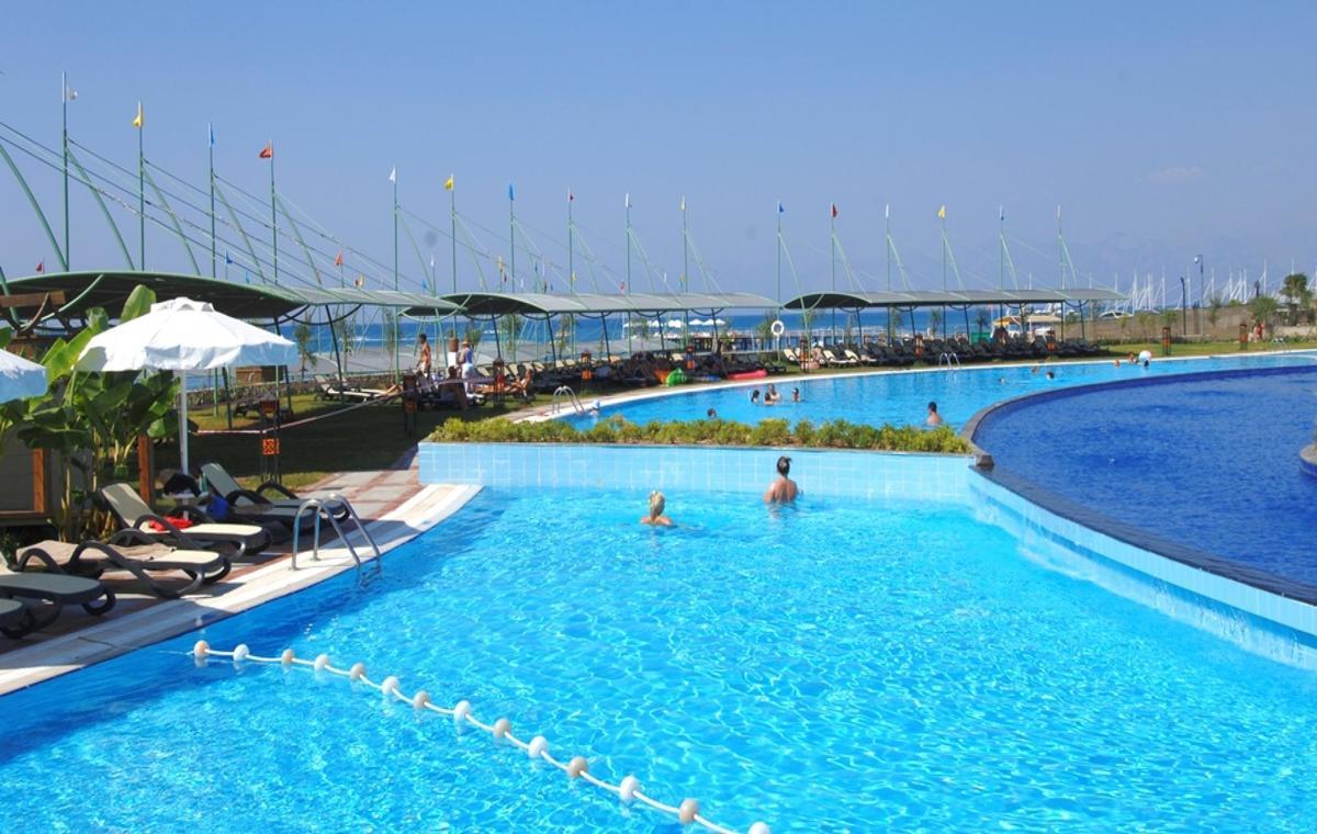 Letovanje_Turska_Avio_Hoteli_Antalija_Limak_Lara_Hotel_Deluxe_Hotel__Resort-1.jpg