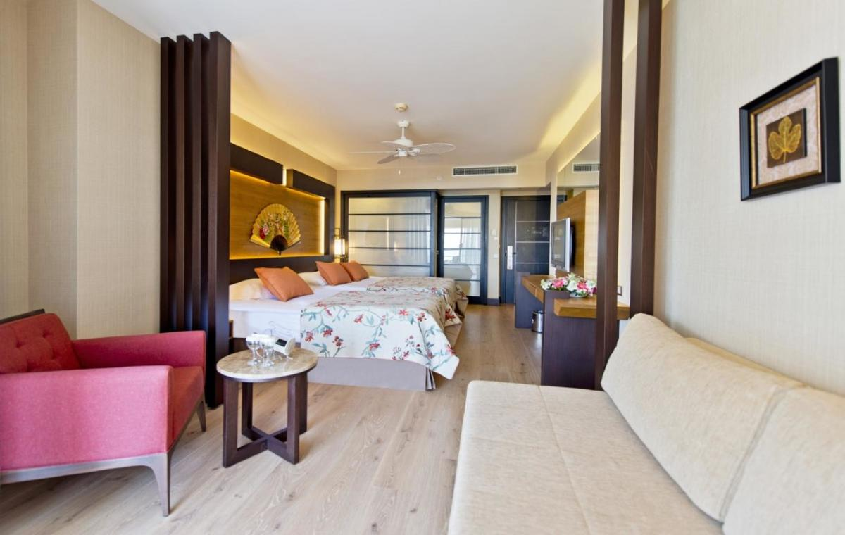 Letovanje_Turska_Avio_Hoteli_Antalija_Limak_Lara_Hotel_Deluxe_Hotel__Resort-21.jpg