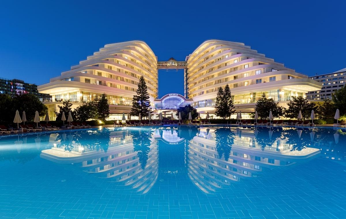 Letovanje_Turska_Hoteli_Avio_Antalija_Hotel_Miracle_Resort-1.jpg
