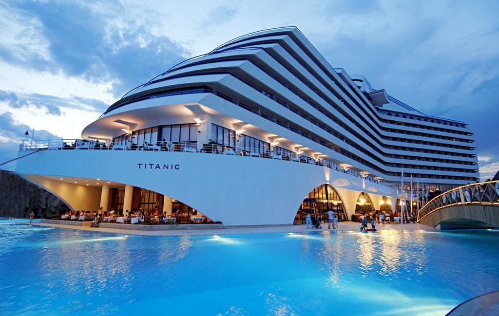 Letovanje_Turska_Hoteli_Avio_Antalija_Hotel_Titanic_Beach_Lara-1.jpg