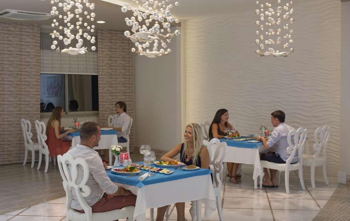 Letovanje_turska_hoteli_Royal_Alhambra_Palace-5.jpg